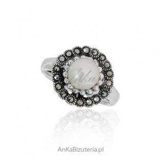 Komplet biżuterii srebrnej z perłami i markazytami