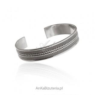 Oryginalna biżuteria srebrna z pięknym wzorem