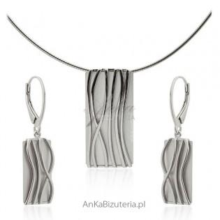 Elegancki komplet biżuterii srebrnej satynowany i rodowany Idealna biżuteria na Prezent!