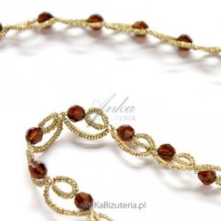 Złota kolia z kryształami Swarovskiego mocca z frywolitki
