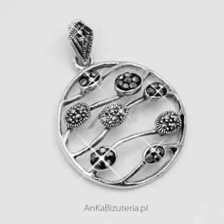 Modny wisiorek srebrny z markazytami i hematytami