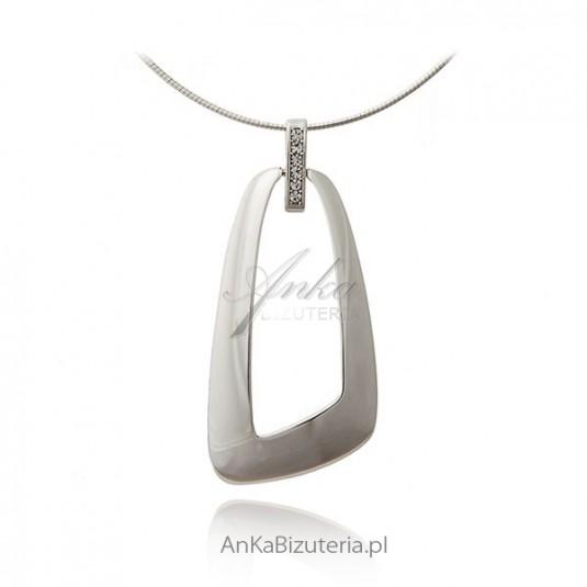 Elegancki wisior srebrny.