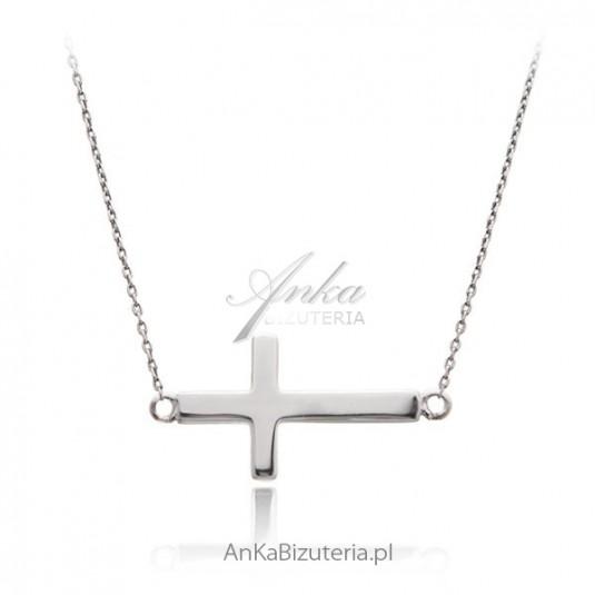Naszyjnik srebrny z krzyżykiem. Biżuteria celebrytek