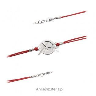 Bransoletka srebrna na czerwonym sznureczku.