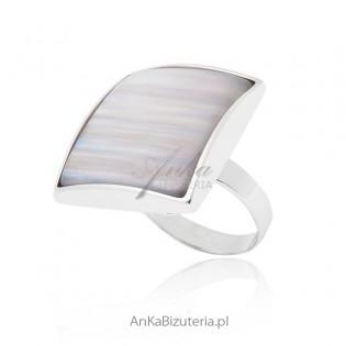 Duży pierścionek srebrny z białym kamieniem - Oryginalny