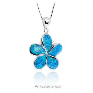 Modna biżuteria srebrna Zawieszka srebrna z niebieskim opalem Zawieszka Koniczynka