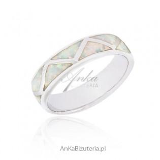 Obrączka srebrna z białym opalem - Biżuteria srebrna rodowana