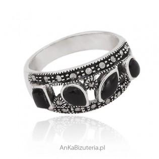 Srebrny pierścionek z markazytami i onyksem