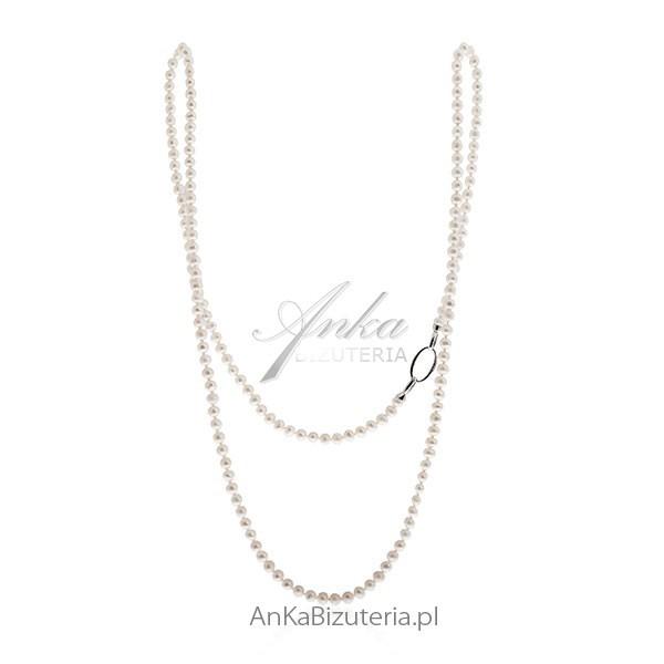 Na eleganckie wyjście załóż długi naszyjnik z perłami. Tak noszą biżuterię z perłami celebrytki i znane osobistości!
