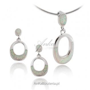 Komplet biżuterii srebrnej z białym opalem