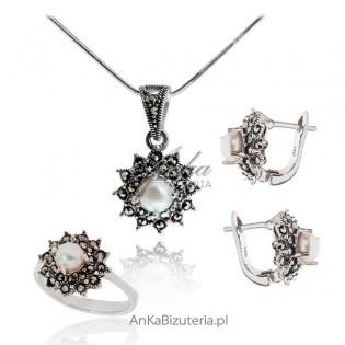 Elegancka biżuteria srebrna . Komplet biżuterii z perłami i markazytami