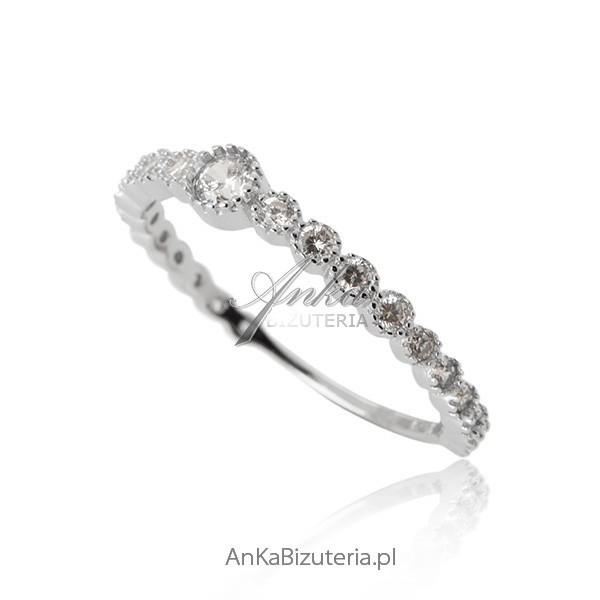 pierścionek ślubny z cyrkoniami