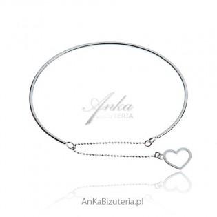 Modna biżuteria: Delikatna bransoletka srebrna z serduszkiem