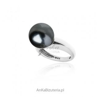 Srebrny pierścionek z szarą perłą