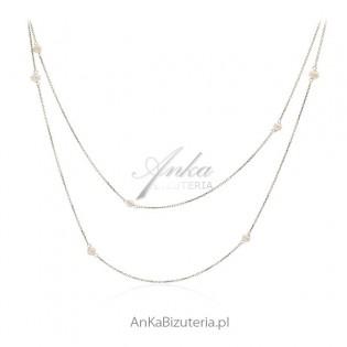 Piękny długi srebrny naszyjnik z perełkami