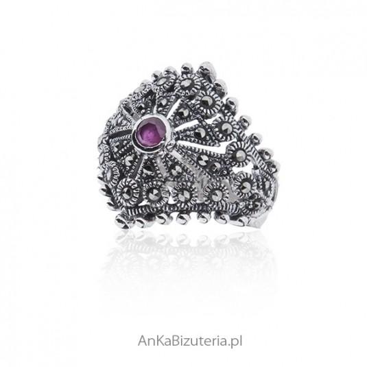 Srebrna biżuteria - Pierścionek z markazytami i rubinem 14