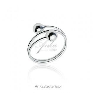 Srebrny pierścionek z dwoma kulkami