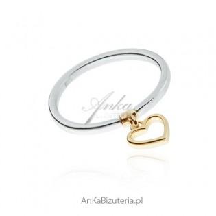 Pierścionek srebrny z serduszkiem