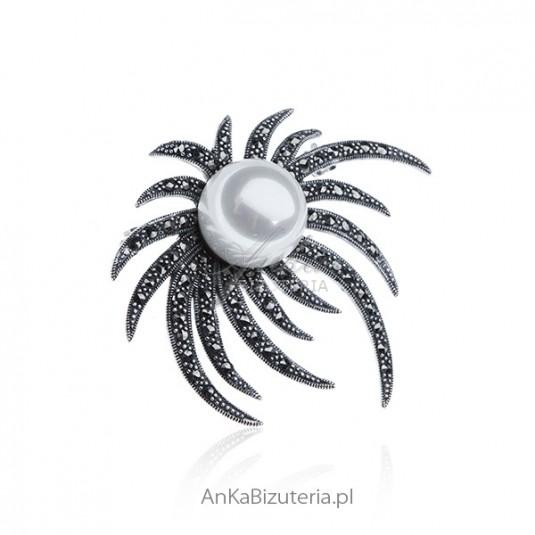Broszka srebrna z markazytami i białą perłą