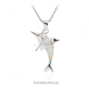 Wisiorek srebrny z białym opalem Delfinek