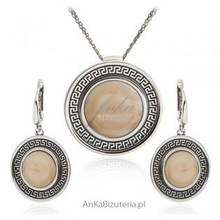 Komplet biżuterii srebrnej z jasnym kamieniem jubilerskim