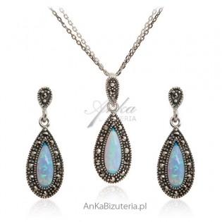 Komplet biżuterii srebrnej z markazutami i niebieskim opalem