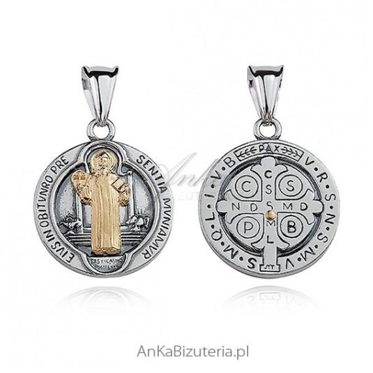 Medalik srebrny oksydowany z pozłacanym wizerunkiem Św. Benedykta