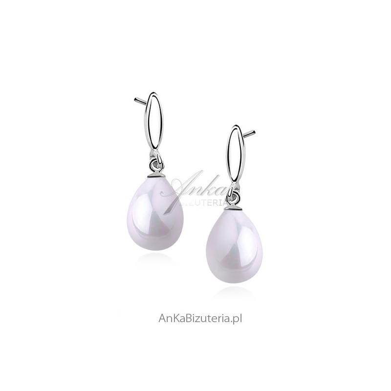 Zobacz kolczyki z perłami srebrne dla pani młodej w dniu ślubu.