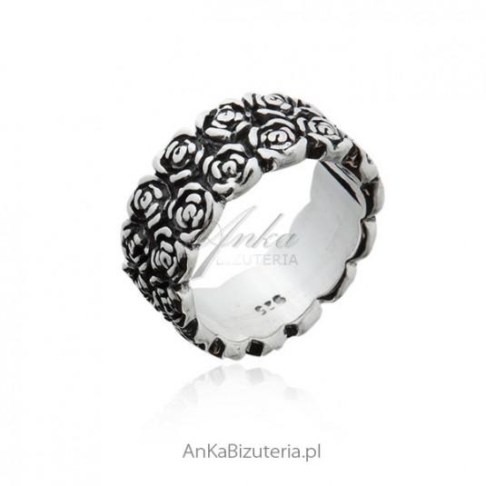 Pierścionek srebrny oksydowany - różyczki