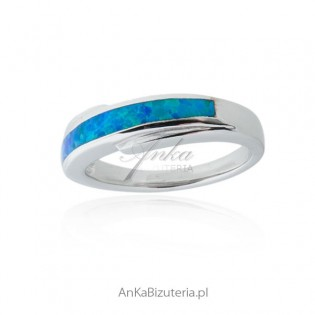 Obrączka srebrna z niebieskim opalem