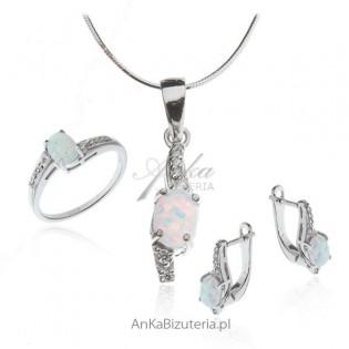 Komplet biżuterii srebrny z białym opalem