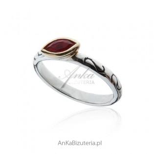 Srebrny pierścionek z rubinową cyrkonią