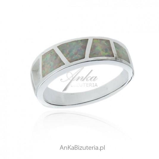 Pierścionek srebrny z białym opalem - Srebrna biżuteria