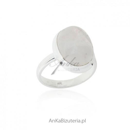 Pierścionek srebrny z kamieniem księżycowym