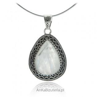 Zawieszka srebrna z kamieniem księżycowym - kamieniem szczęścia