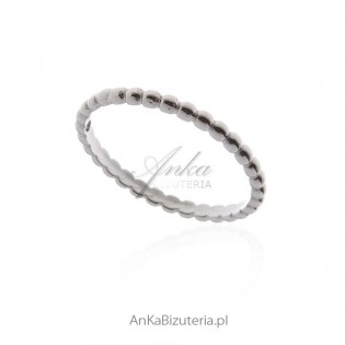 Delikatny pierścionek srebrny obrączka