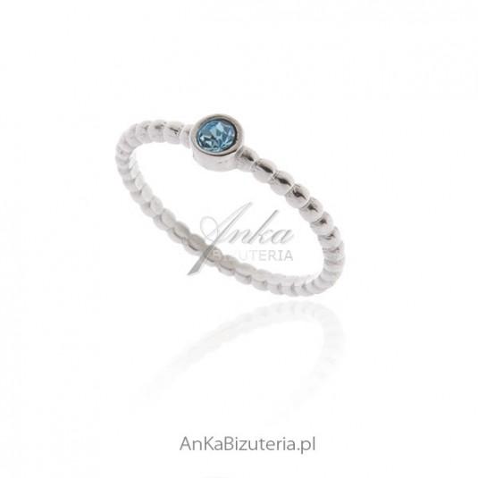 Pierścionek srebrny z błękitną cyrkonią