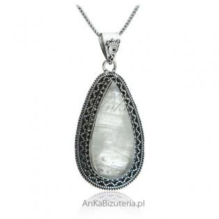 Piękna zawieszka srebrna z kamieniem księżycowym