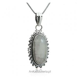 Wisiorek srebrny z kamieniem księżycowym
