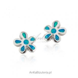 Kolczyki srebrne z niebieskim opalem - kwiatki