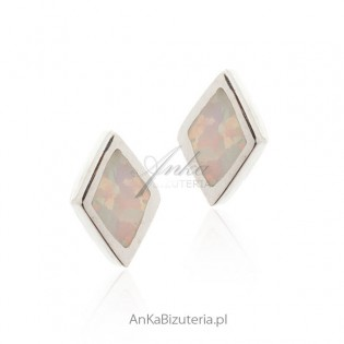 Kolczyki srebrne z białym opalem