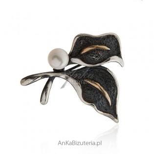 Broszko - wisior oksydowany z białą perłą