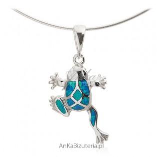 Zawieszka srebrna z niebieskim opalem - Żabka na szczęście