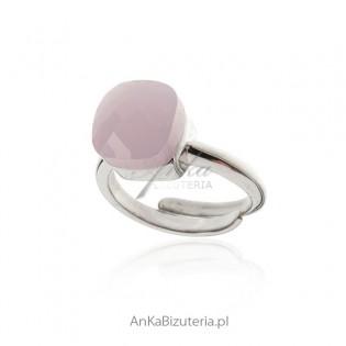 Pierścionek srebrny z różowym agatem