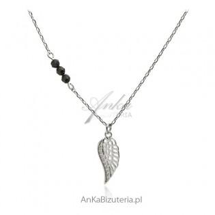 Naszyjnik srebrny skrzydełko z czarnymi onyksami