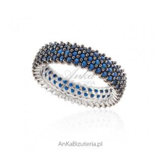 Pierścionek srebrny z niebieską cyrkonią