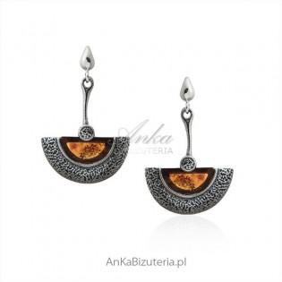Eleganckie kolczyki srebrne z bursztynem oksydowane