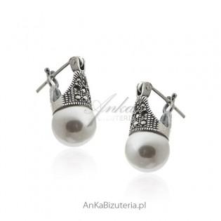 Kolczyki srebrne z białą perłą i markazytami