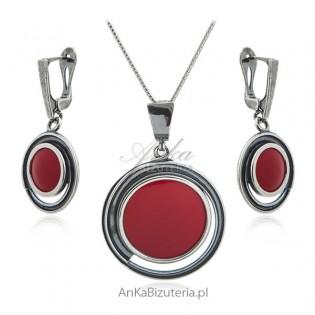 Biżuteria srebrna komplet z czerwonym kamieniem jubilerskim