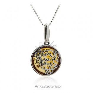 Zawieszka srebrna z bursztynem Dziewczynka z kwiatkami
